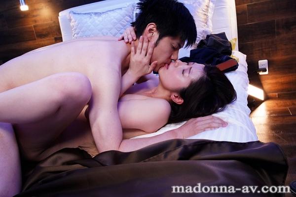 美熟女キス画像 舌を絡め合って唾液交換してる50枚のa36枚目