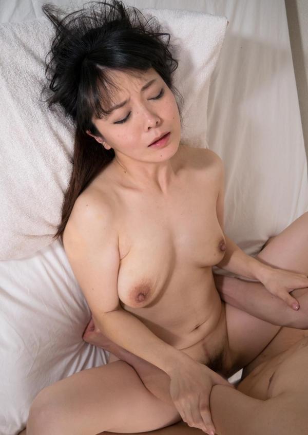 熟女のエロ画像 ナイスおっぱいの美人奥さん60枚の48枚目