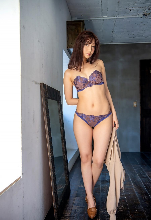 加美杏奈さん、禁欲1か月で理性が壊れてしまう。画像38枚のb04枚目