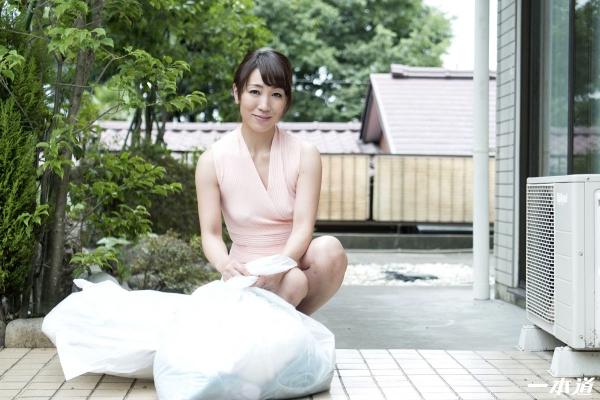 村上佳苗 50歳 朝ゴミ出しする近所の遊び好きノーブラ奥さん画像36枚のa02枚目