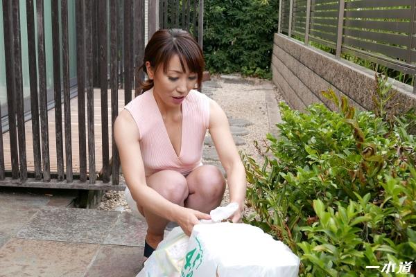 村上佳苗 50歳 朝ゴミ出しする近所の遊び好きノーブラ奥さん画像36枚のa07枚目