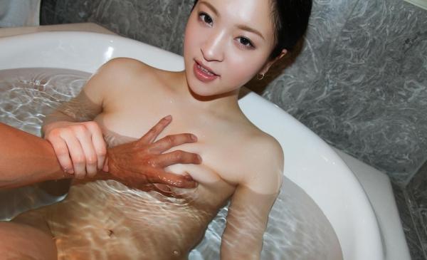 おっぱい画像 男が美女の乳を触ったり揉んだりしてる60枚の19枚目