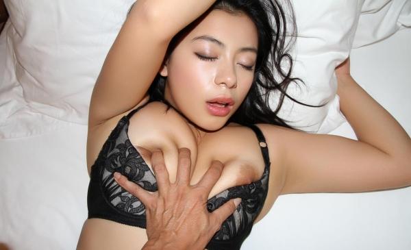 おっぱい画像 男が美女の乳を触ったり揉んだりしてる60枚の29枚目