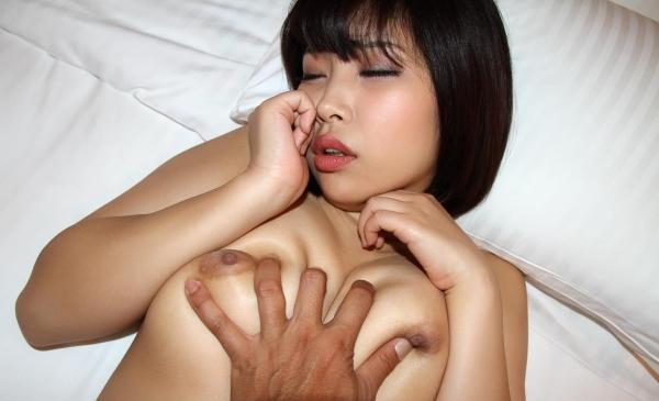 おっぱい画像 男が美女の乳を触ったり揉んだりしてる60枚の30枚目