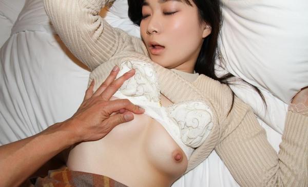おっぱい画像 男が美女の乳を触ったり揉んだりしてる60枚の33枚目