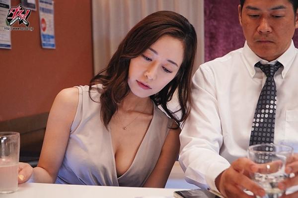 篠田ゆうさん「スナックゆう」のママになってしまう。画像41枚のc08枚目