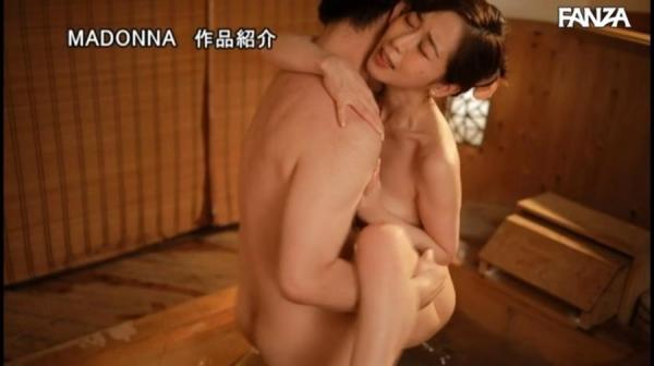 篠田ゆうさん、不倫旅行でナマ中出しを堪能する。画像60枚のc15枚目