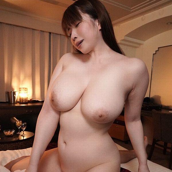 ゆきちとせ 29歳 むっちり爆乳巨尻の豊満美女画像81枚の1