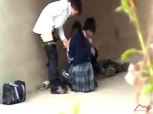 野外にて、制服姿の女子校生ギャルの、セックス青姦乱交無料動画!【女子校生、ギャル、JK、美少女動画】