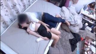ランジェリー姿の素人女子大生の、中出し素股無料動画。【素人、女子大生、美少女動画】