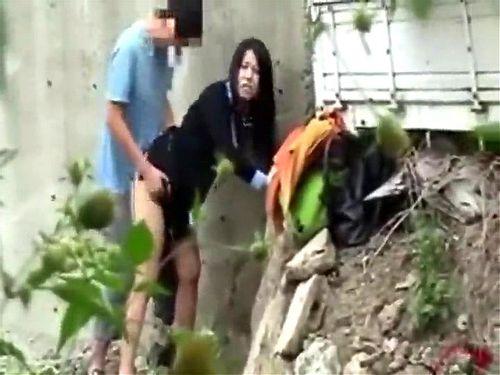 野外にて、制服姿のJK女子校生の、青姦セックス無料H動画!【JK、女子校生動画】
