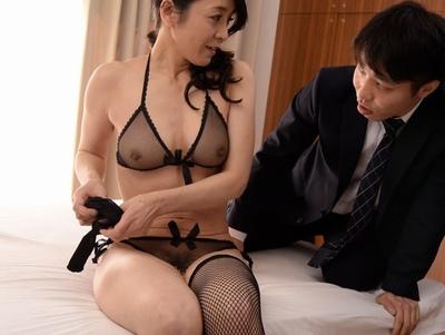 Hな下着の熟女の、誘惑無料エロ動画!【熟女動画】