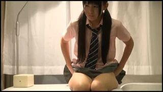 ツインテールなロリで制服姿の女子校生JKの、M字開脚フェラ痴漢無料エロ動画。【女子校生、JK動画】