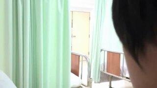パンスト姿のナース痴女、花咲いあんのパンチラ逆痴漢手コキ無料エロ動画。【誘惑動画】