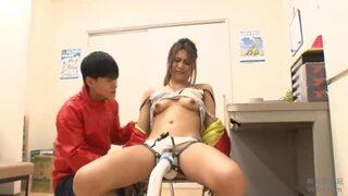 スレンダーな巨乳のギャル人妻の、電マ媚薬痙攣無料動画。【拘束、レイプ動画】