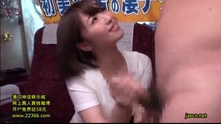 セクシー美人な巨乳のお姉さん、初美沙希の乳首責め手コキ乳首舐め無料エロ動画。【逆ナン、フェラ、凄テク動画】