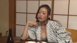 旅館にて、酔っ払いスレンダーな浴衣姿の女上司の、フェラ騎乗位パイズリ無料H動画。【女上司動画】