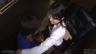 激カワな制服姿のJK痴女の、パンチラsex誘惑無料エロ動画!【中出し動画】