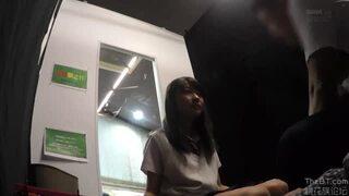 【トイレ】ロリで制服姿のJK女子校生の、フェラバック無料H動画。【JK、女子校生動画】