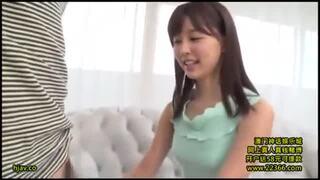 スレンダー淫乱な美少女痴女、葵つかさの手コキファン感謝訪問無料エロ動画!【葵つかさ動画】