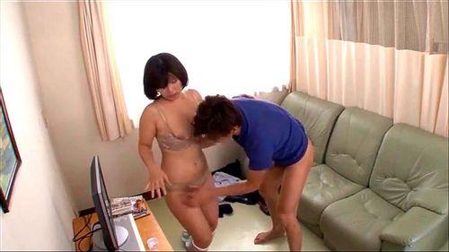 【看護師 パンチラ】四十路のナース熟女の、パンチラプレイエロ動画。【エロ動画】