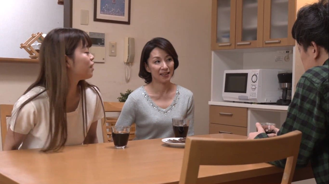 娘の夫のセンズリチンコを目撃してしまった磯山恵子