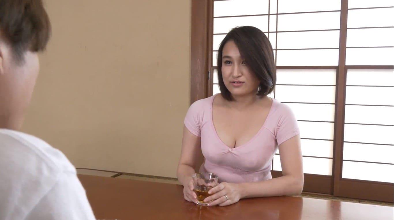 片瀬千紗の魅惑的なおっぱい