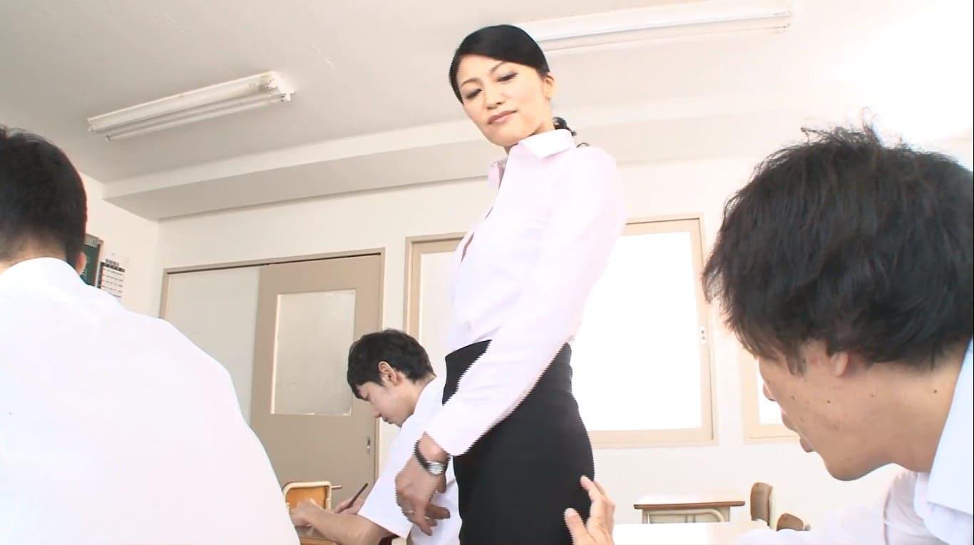 男子生徒と不純異性交遊をする古川祥子