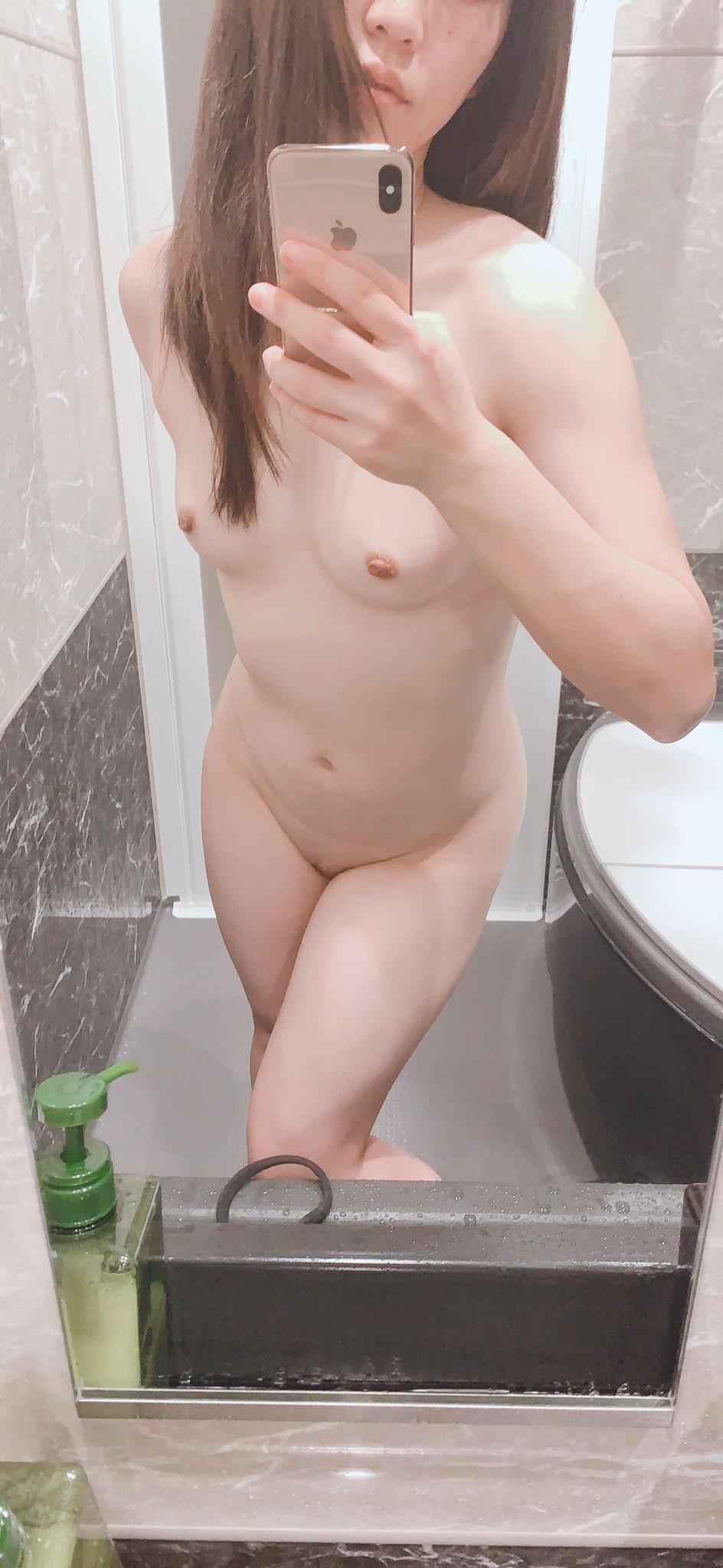現役美人教師が職員トイレでお股広げて過激な全裸オナニー