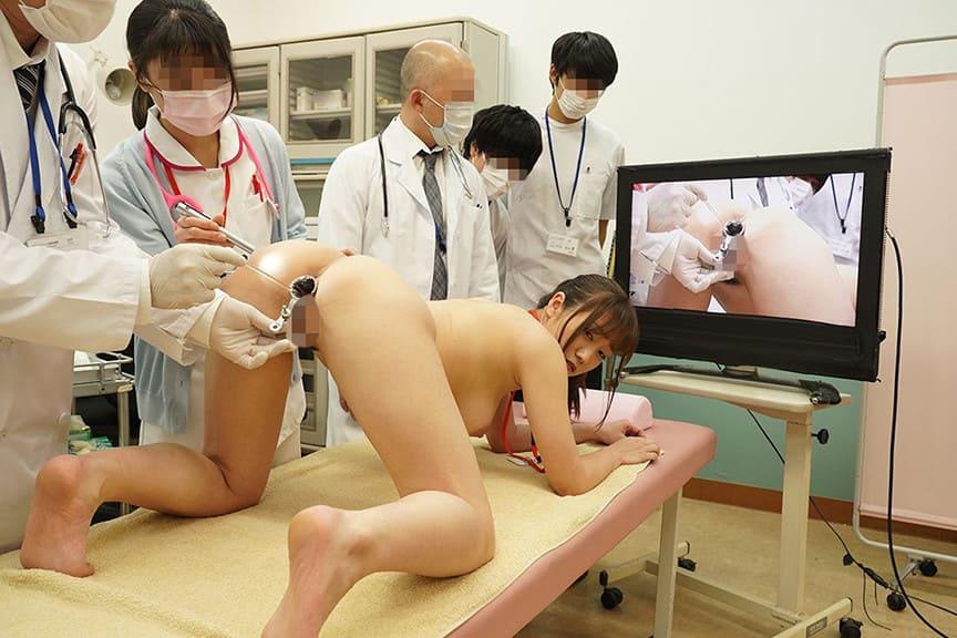 医師達の視線を浴びながら体の隅々まで調べられていく