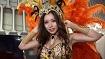 渋谷ハロウィンでサンバコスプレで露出しまくっているド迫力ボディ美女
