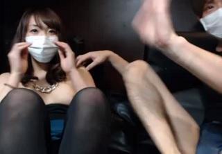 【無修正】ネットカフェで声を押し殺しながらセックスしてる様子をライブ配信する素人カップル