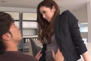 【無修正】職場で誘惑してくる美脚×美乳モデル体型な女上司と生性交