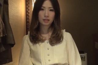【無修正】モデル体型なスレンダーお姉さんがデカ美尻震わしながら喘ぎ悶えるハメ撮り映像