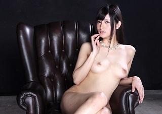 【無修正】元プレステ女優のハーフ美女が3P乱交で潮まき散らしながらドクドク生中出し性交!