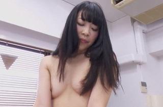 【無修正】綾瀬ゆい 黒髪美少女が生チンポに跨り可愛く喘ぐ騎乗位SEX