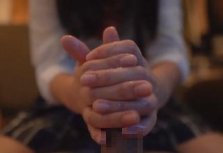 【無修正】黒髪の制服娘が極上ぬるぬる手コキで大量射精させる個人撮影