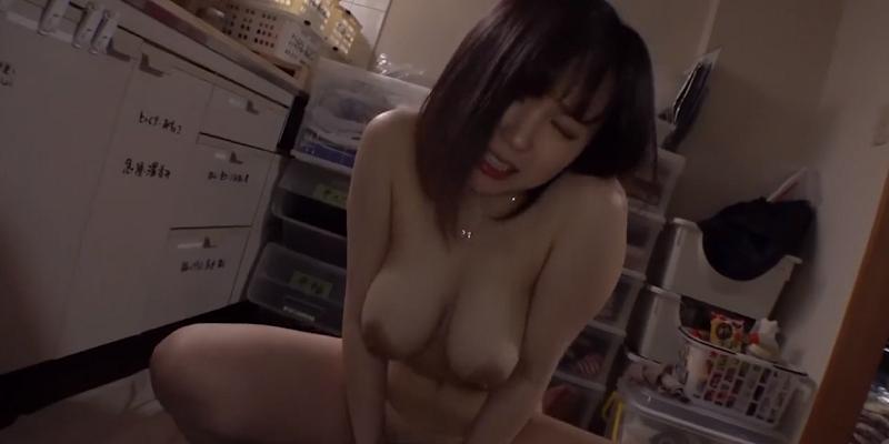 イヤホン必須!ムチムチ巨乳美女と激しい騎乗位セックスハメ撮り1-01