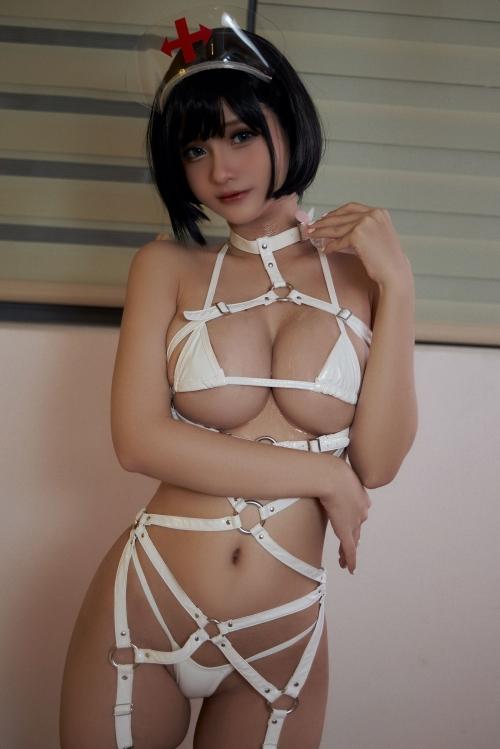 Azami - White Harness Nurse cosplay 07