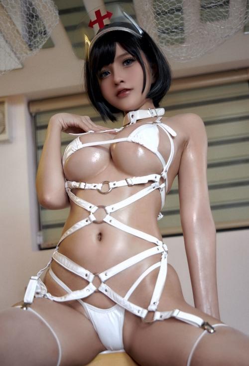 Azami - White Harness Nurse cosplay 14