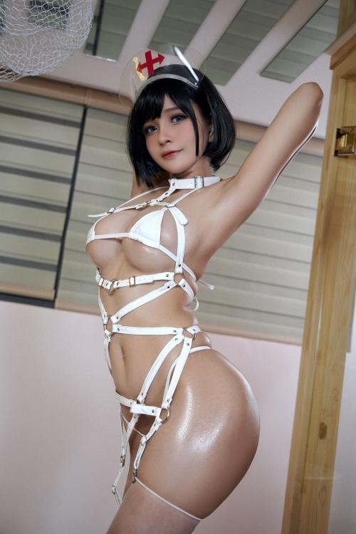 Azami - White Harness Nurse cosplay 17