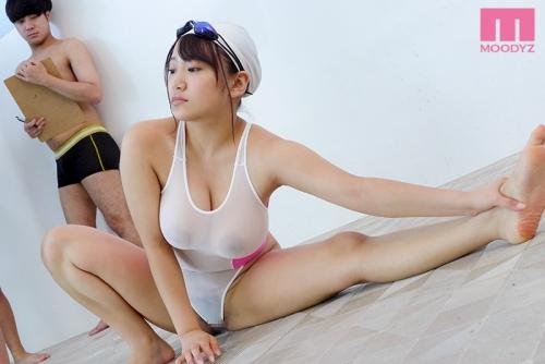 スピードアップの極薄水着で透け巨乳誘惑しっぱなし3泊4日水泳合宿 姫咲はな 01