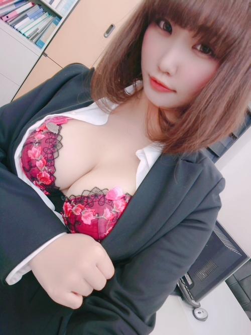 エッチな制服OL 25