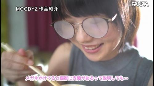 新人19歳 メガネっ娘Hカップ巨乳女子大生デビュー ~眼鏡はガード固め、おっぱいはガードゆるゆるで隙だらけ~ 初愛ねんね 17