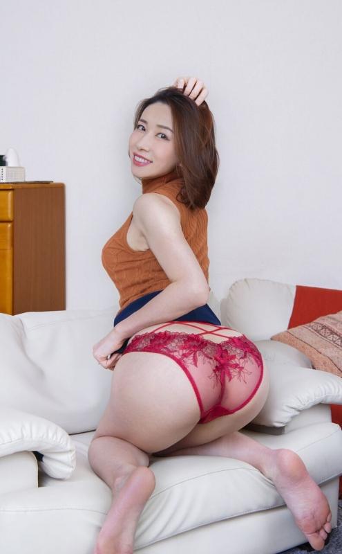 情熱の赤いセクシーランジェリー 09