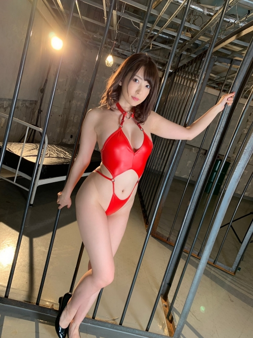 情熱の赤いセクシーランジェリー 24
