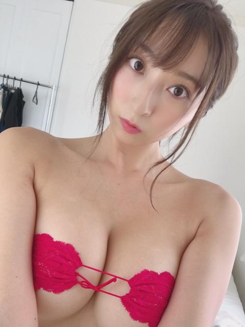 情熱の赤いセクシーランジェリー 27