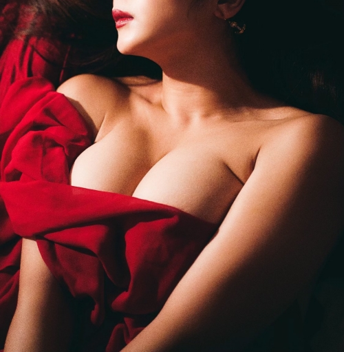 情熱の赤いセクシーランジェリー 37