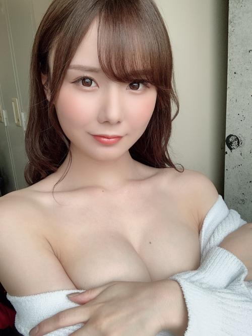 永瀬みなも AV女優 おっぱいの谷間 53
