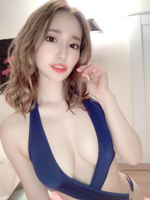 AV女優 おっぱいの谷間 04
